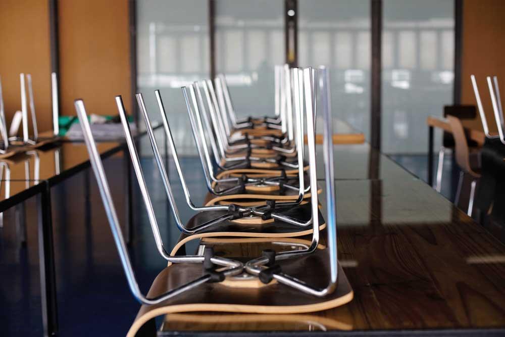 School tafels met stoelen